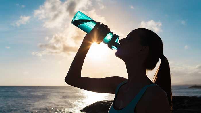 نوشیدن آب زمان ورزش