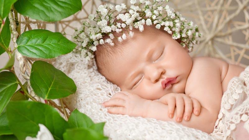 ۶ علت بی خوابی نوزاد و روش های رفع آن