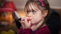 ناخن هایی که اعصاب شما را می جود! ناخن جویدن کودکان و راهکارها