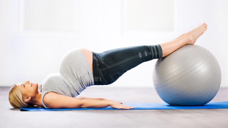 ورزش در بارداری از جمله پیلاتس و شنا ،آیا استخر برای زنان باردار مضر است ؟