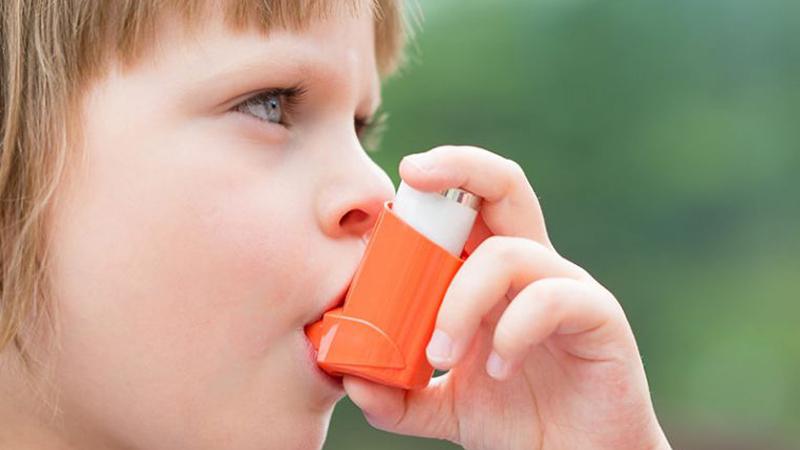 علائم آسم کودکان و نوزادان که باید جدی بگیرید، تشخیص و درمان آسم در کودکان ونوزادان