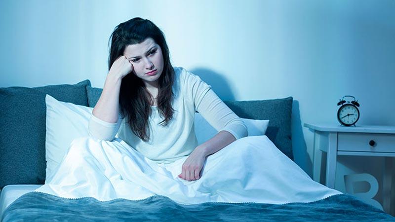 به بی خوابی شبانه دچار شده اید؟ راه حل مشکل را بخوانید…