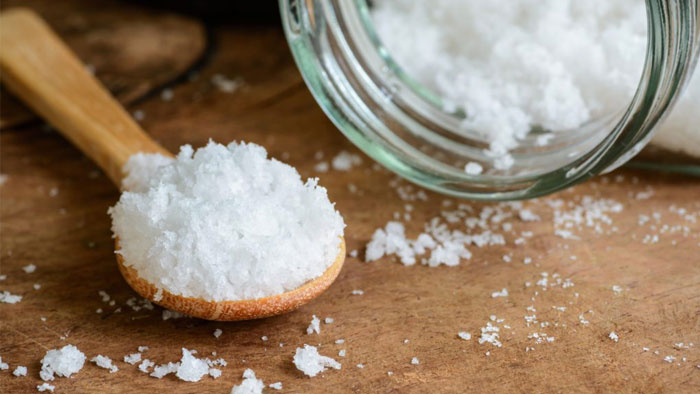 درمان سرفه خشک با آب نمک