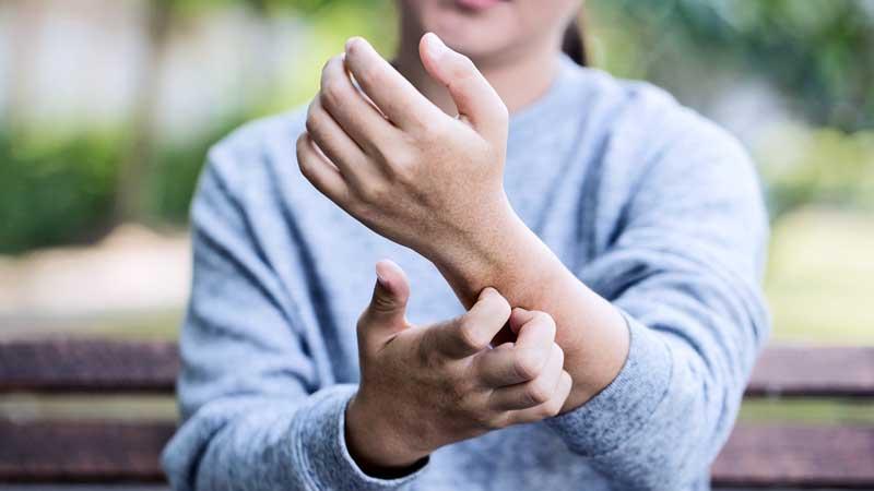 علت خارش پوست و نحوه ی درمان آن