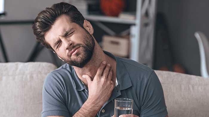 علائم گلو درد و تورم لوزه ها