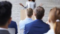 آموزش فن بیان در سخنرانی ها و کنفرانس ها با استفاده از ۷ تکنیک برتر