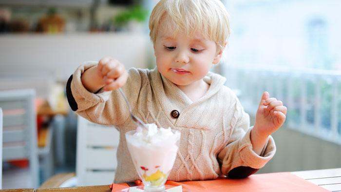 درمان تب کودک با بستنی