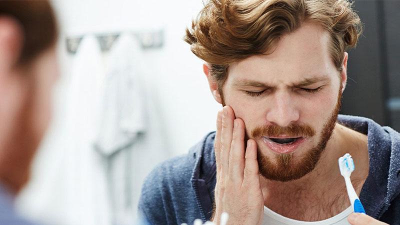چه عواملی در دندان درد نقش دارند؟ بررسی راهکارهای پزشکی درمان دندان درد
