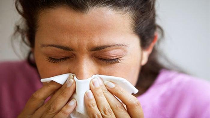 مصرف آنتی هیستامین برای درمان پف زیر چشم