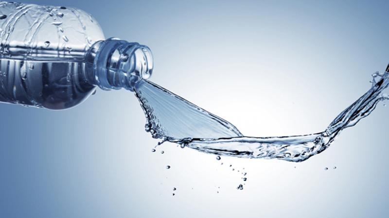 15 فایده نوشیدن آب برای بدن، منابع تامین آن و میزان آب مورد نیاز
