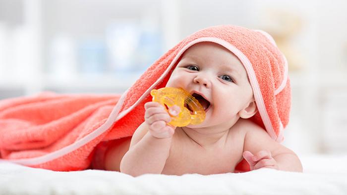 دندان گیر نوزاد