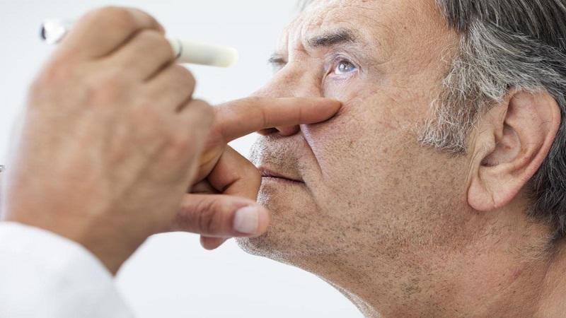 بیماری آب مروارید چشمی چیست و چگونه درمان می شود؟