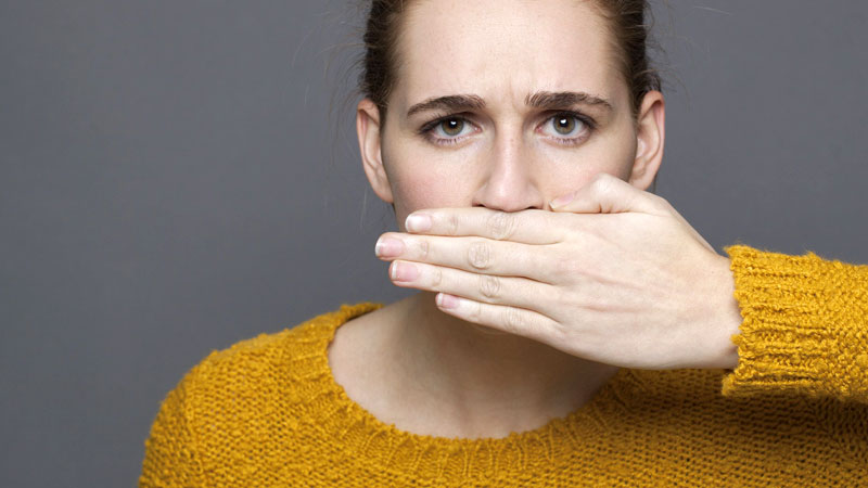 علت بوی بد دهان ، چه بیماری هایی باعث این مشکل می شوند؟