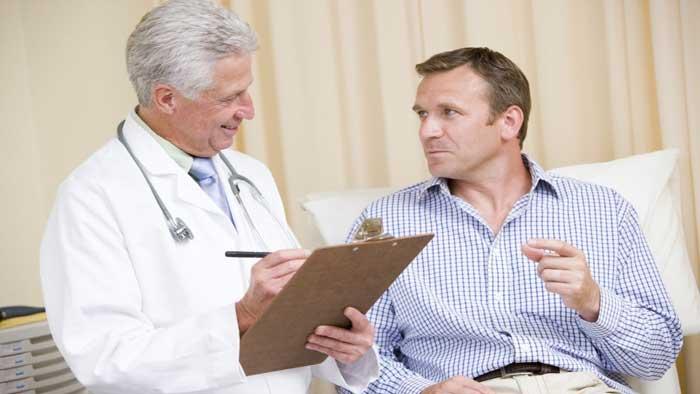 ملاقات با پزشک برای درمان شقاق