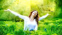 چگونه با وجود مشکلات غرق در شادی باشیم ؟ ترفند های شاد بودن